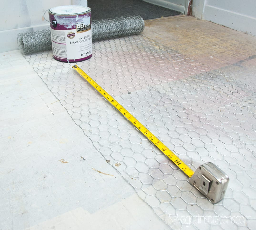 replacing-glass-w-chicken-wire-measuring1