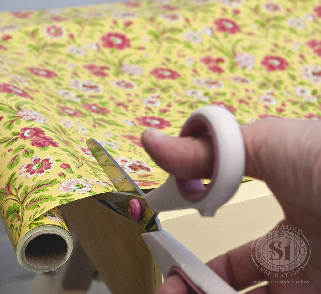 Cutting decorative drawer liners
