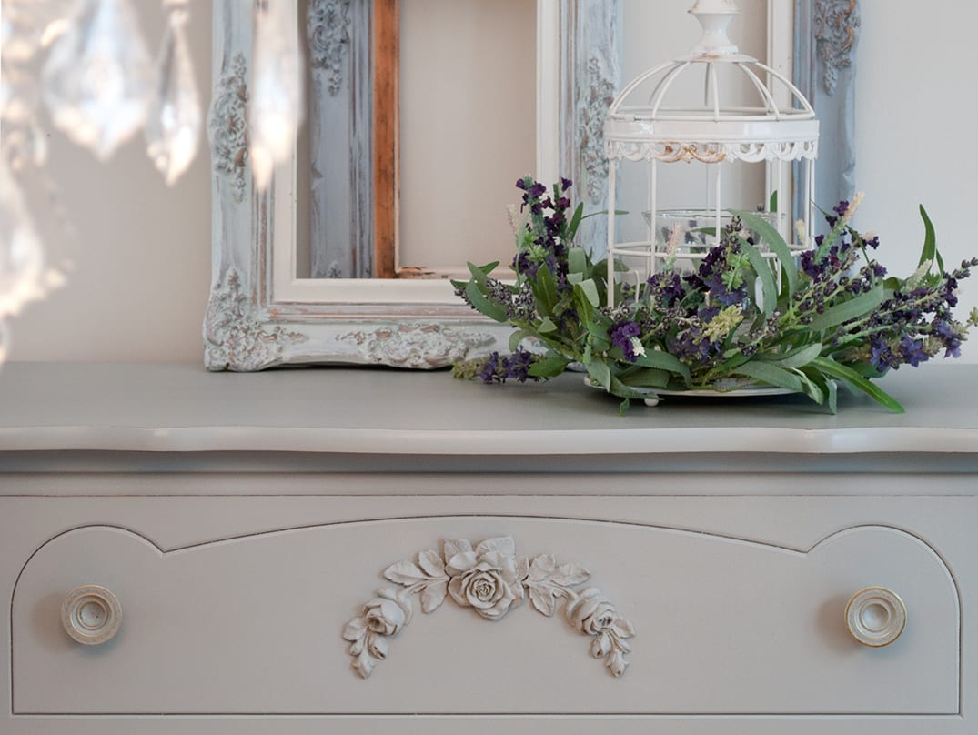 Naked or Dressed ~ The Debate on Staging & Styling Your Painted Furniture