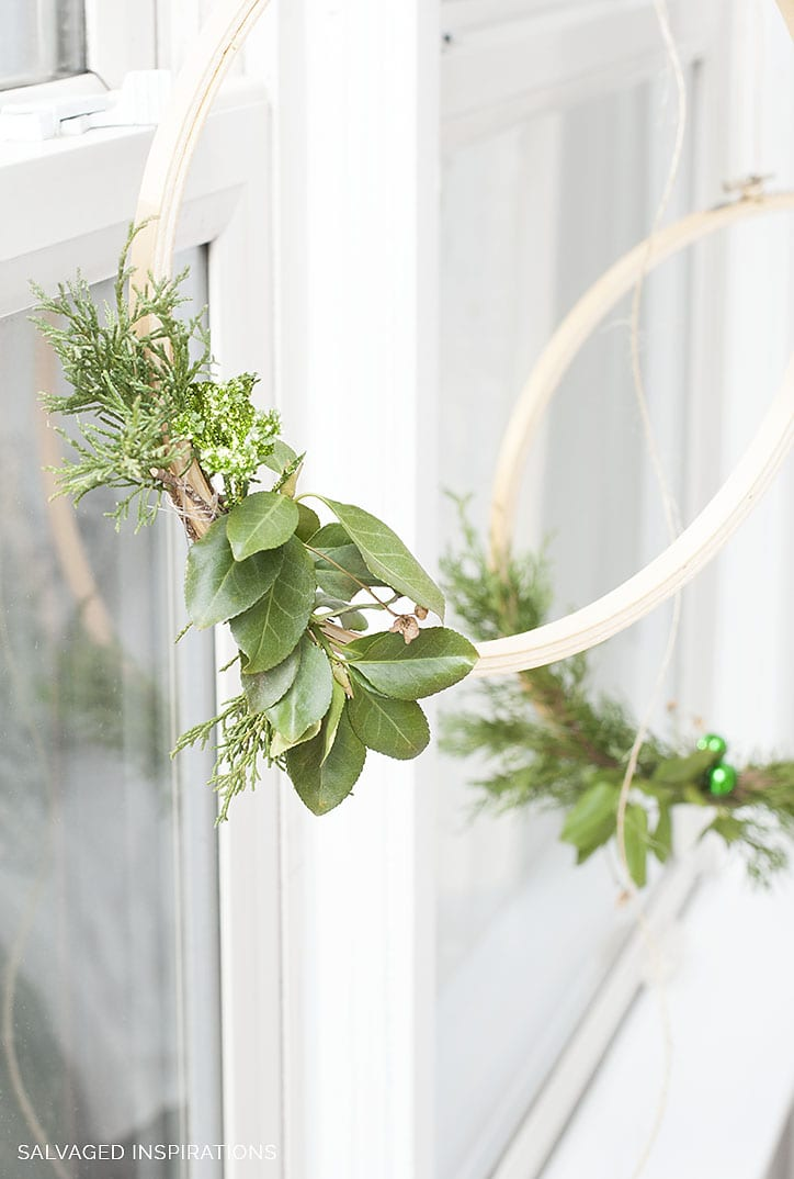 Simple Embroidery Hoop Christmas Wreath