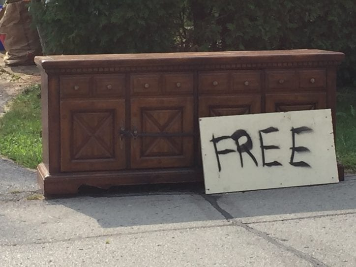 Free Buffet Road Side